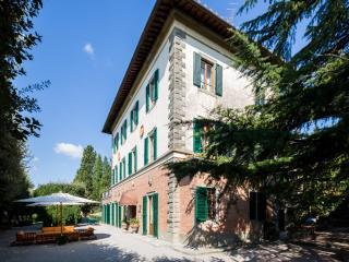 Contessina: Walking Distance Lovely Classic Villa, Cortona