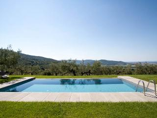Piccola Rio, graceful stone Villa among the hills, Cortona
