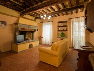 San Lazzo, ancient restored apt in a tuscan hamlet