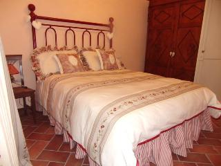 Via Ghini Romantic Intimate Apartment in Town, Cortona