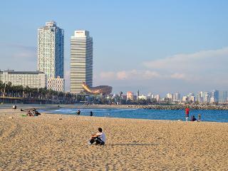 SURF BEACH. 2 bedroom, 4 people. Metro 5 min, wifi, Barcelona