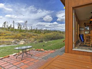 New Listing! Peaceful 2BR Grand Lake Condo w/Wifi, Gas Fireplace, Huge Private Deck & Panoramic Views - Easy Access to Lake Granby & Rocky Mountain Nat'l Park! Next to Clubhouse & Walking Distance to Stillwater Grill