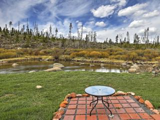 Grand Lake Condo w/Deck Near Rocky Mtn Nat. Park!