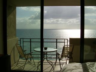 1br Oceanfront beach Getaway with private balcony, Miami Beach