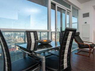 Executive Suite Downtown King West, nxt 2 CN Tower, Toronto
