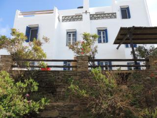 Grande maison, vue mer, Cyclades, Ile de TINOS