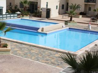 Two bedroom apartment with pool just off seafront, Bugibba