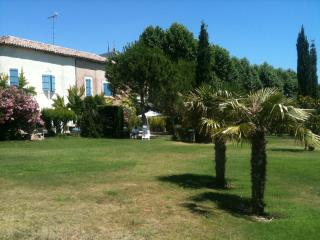 Big house and garden with pool, 20 min from beach!, Cazouls-les-Beziers