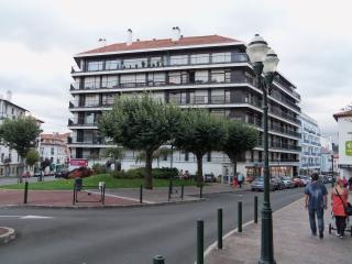 Beau 2 pièces, plein centre, 5 mn à pied plage, St-Jean-de-Luz