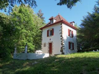 Maison 4 personnes max, en plein coeur du Pays-Basque, linge fourni