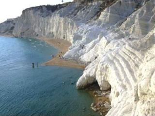 4  ROOMS AT THE SCALA DEI TURCHI AGRIGENTO SICILY