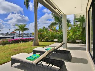1 Bedroom 1 Bathroom Lakeside Condo-Private Marina, Cole Bay