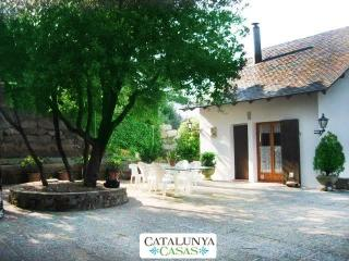 Villa Sallent for 5 people, only 35km from Barcelona and the beach