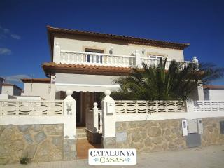 Modern Miami Platja villa with 3 bedrooms for 7 guests, a 5-minute walk from the beach