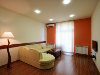 2 rooms near ANI PLAZA hotel, Ereván