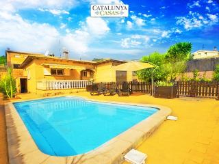 Three-bedroom villa in Mas Borras with a private, secure pool, just 5 minutes, El Vendrell