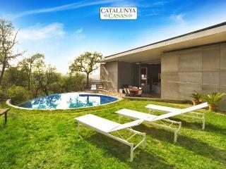 Enchanting 3-bedroom villa in Sant Celoni just 20 minutes from the beach!, La Batlloria
