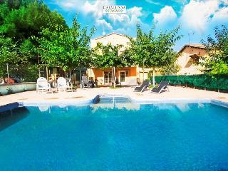 Relaxing Mas Borras villa in Costa Dorada, only 5 minutes to the beach!, El Vendrell