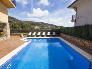 Villa Sant Iscle in Costa Maresme, only 15 minutes to the beach!, Sant Cebria de Vallalta