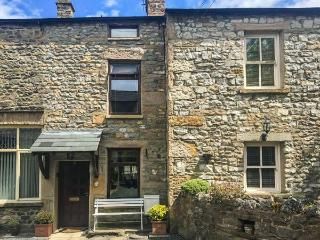 OLD FARM COTTAGE, character cottage, electric stove, off road parking, in, Kirkby Lonsdale