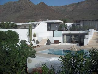Bungalow with pool RYZKO in Famara for 4p