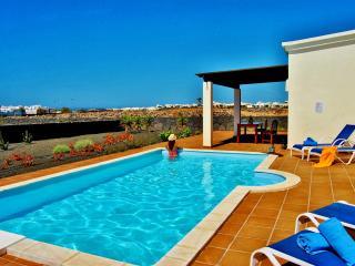 Villa CORALIA in Playa Blanca for 6p