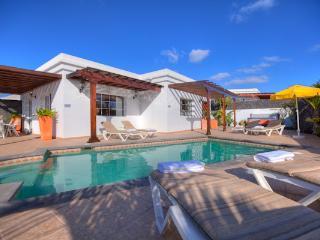 Villa DRIMYS in Puerto del Carmen for 7p, Puerto Del Carmen