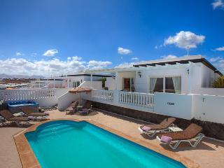 Villa LAURELIA in Puerto del Carmen for 7p, Puerto Del Carmen