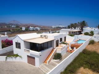 Villa LINARIA in Puerto del Carmen for 6p, Puerto Del Carmen