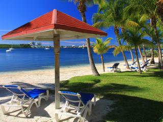 VERY RARE APARTMENT DIRECTLY ON THE BEACH, Marigot