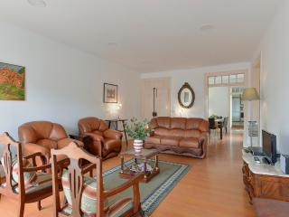 Traditional family type spacious in best quarter, Lisboa