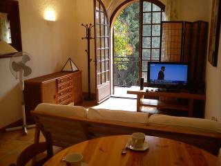 Joli studio meublé calme à aix ( internet, parking, Aix-en-Provence