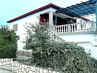 House Krpesic, Lopar