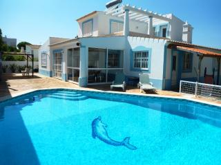 V3 Alamos, 3 Bedrooms Villa with pool in Guia
