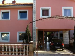 Apartman Petro, Okrug Gornji