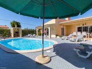 V4 Canelas - 4 bedroom Villa w/ pool, games room