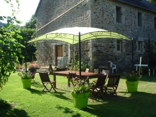 Riverside gite sleeps 6 in Brittany