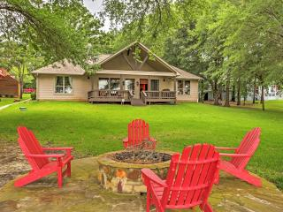 4BR Eustace Lakefront House w/Private Dock!
