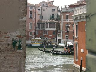 San Polo Typical Venetian apartment in the heart of the city but in hidden court