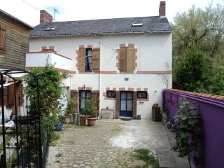 maison + Jardin + Piscine + 10mn du centre ville
