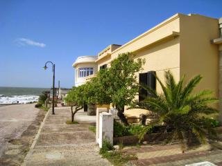 Villa an der Klippe über dem Ozean, La Pedrera