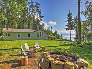 Secluded 3BR Decatur Island House on 20 Heavily Wooded Acres w/Wifi, Private Beach & Majestic Views, Isla de Decatur