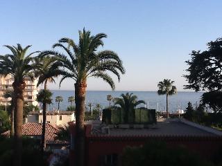 DANS DEMEURE DE CHARME DU 19 eme avec vue mer, Cannes