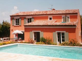 Superbe villa avec piscine surplombant la mer, La Garde