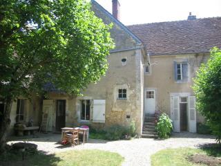Maison de ville avec jardin, Druyes-les-Belles-Fontaines