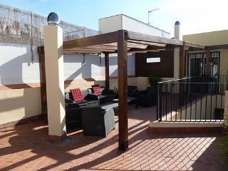 REL Atico dos dormitorios con terraza privada Sev