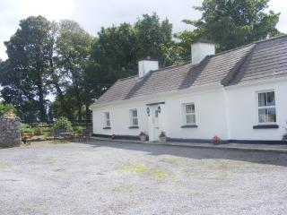 Cosy country cottage, Castlerea