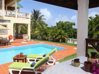 Elevated 5 Bedroom, 4.5 Bathroom villa overlooking a golf course and the sea, Cap Estate