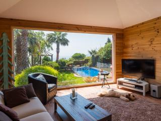 precioso Chalet, 2000 metros de jardin y piscina