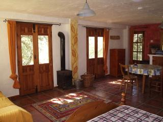 ROMANTIC MOUNTAIN APARTMENT WITH BREATHTAKING VIEW, Benadalid